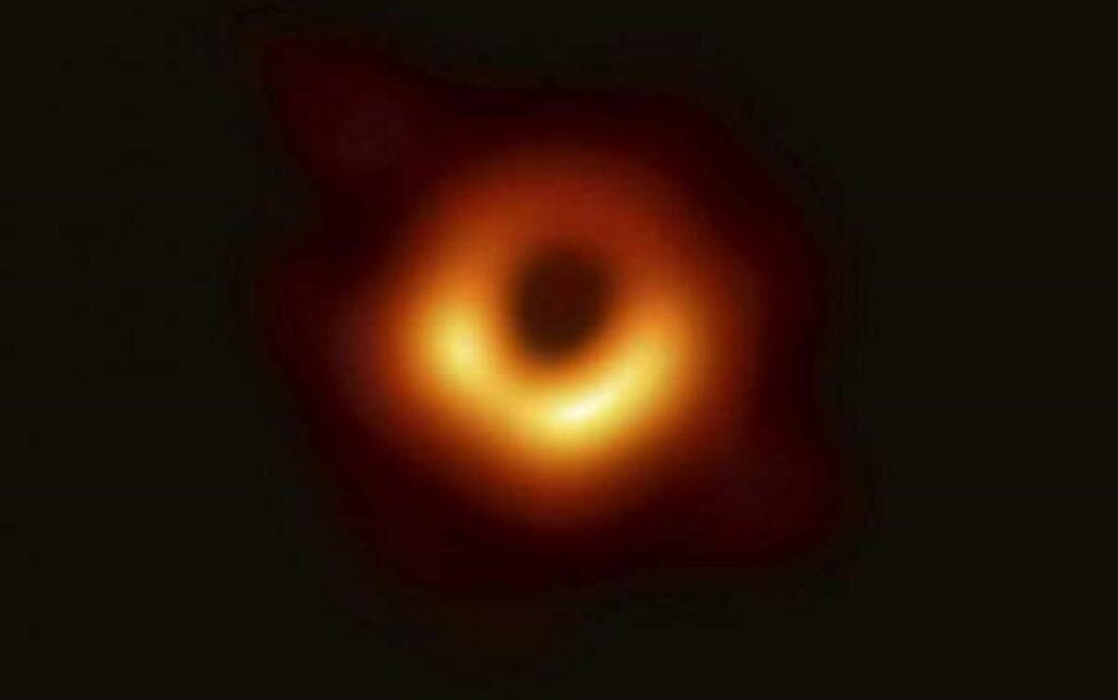 magnetic-field-image-around-m87-black-hole-polarised-light-reveals-a-lot