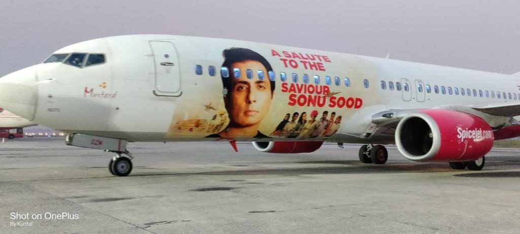 airlines company spicejet paid tribute to sonu sood by printing his photo on planes