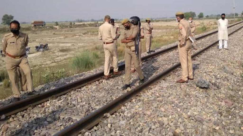 rajasthan lady jumped in front of the train with her three kids