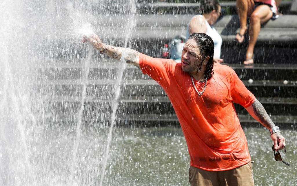 Heavy heat havoc in America, due to heavy demand lights for about 9,300 consumers stopped, red alert issued