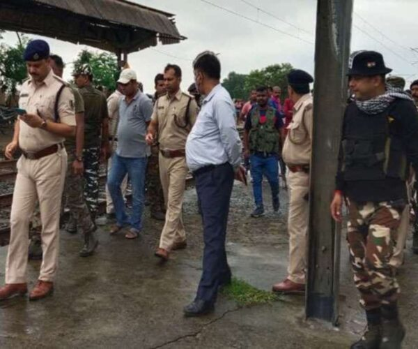 Trains stopped for hours on Patna-Howrah rail route in Bihar, major Naxal incident at Chaura station in Jamui