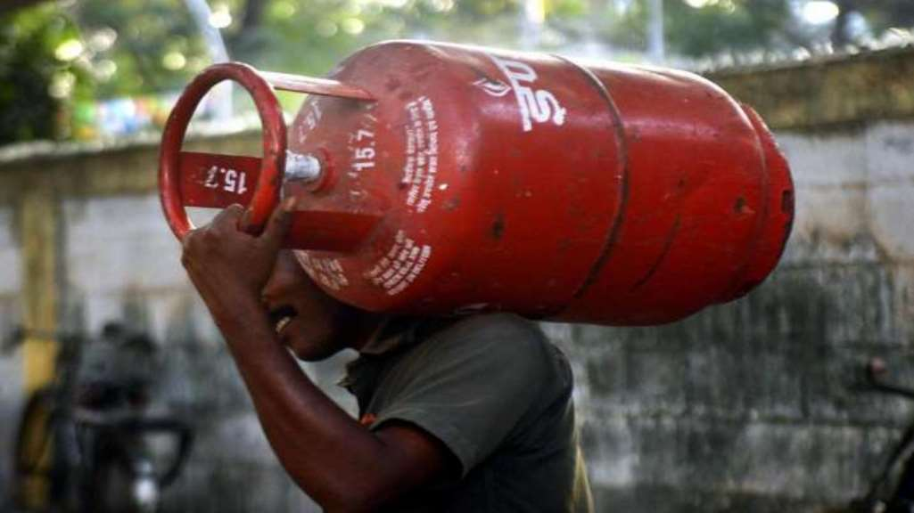 LPG cylinder prices touched the sky, commercial became expensive even with domestic LPG cylinders without subsidy