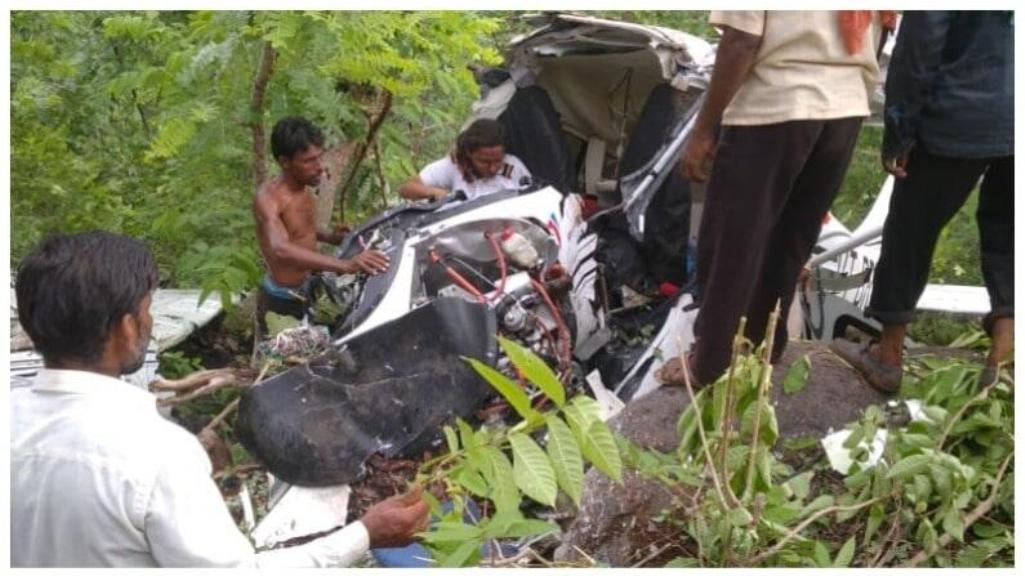 Instructor killed, one trainee seriously injured in helicopter crash in Jalgaon