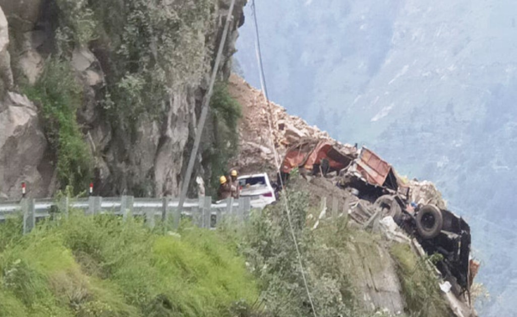 In Himachal's Kinnaur, 10 people were killed, 13 people were rescued in an accident caused by mountain cracking