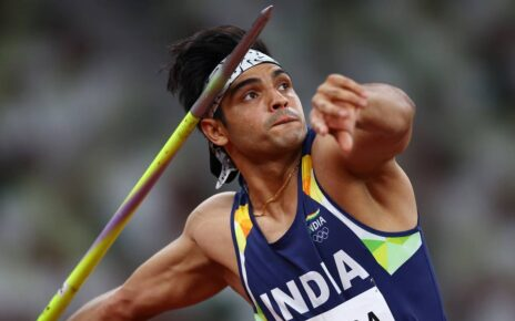 Neeraj Chopra was surrounded by the crowd as soon as he stepped on the ground, it took a lot of trouble to leave the airport and go to the car.