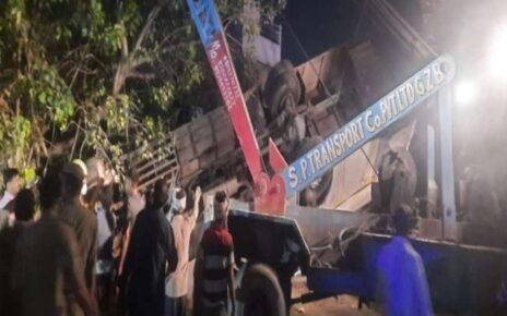 Bus carrying employees from Greater Noida falls down from flyover, one dead; 9 people injured
